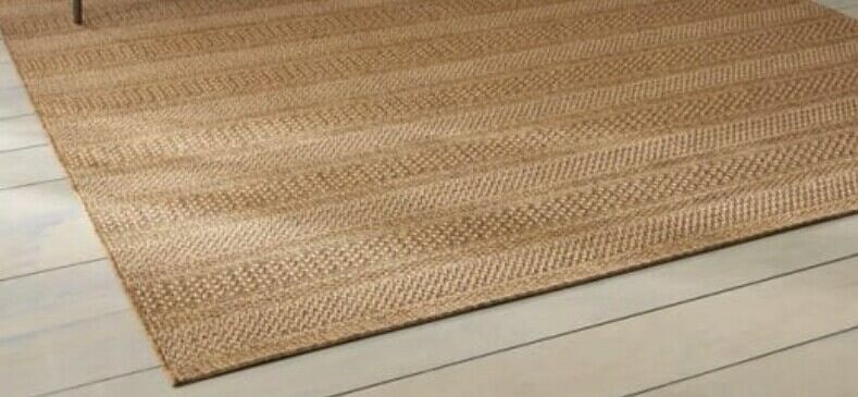 placing rugs on outdoor decking