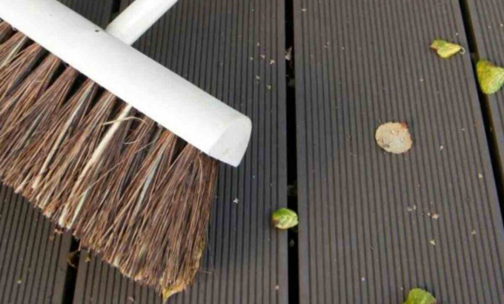 clean your decking during winter
